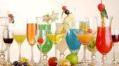 cocktail differenti in vari bicchieri