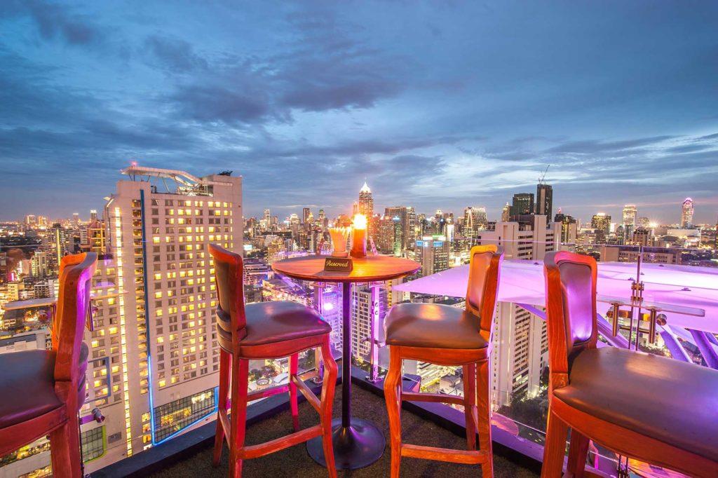 aperitivo sulla terrazza del bar più alto al mondo