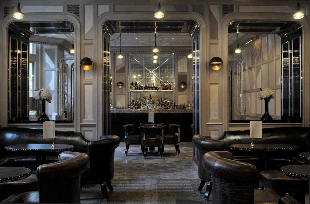 ingresso di un cocktail bar