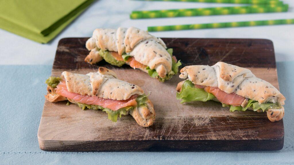 Cornetti salati con salmone e guacamole