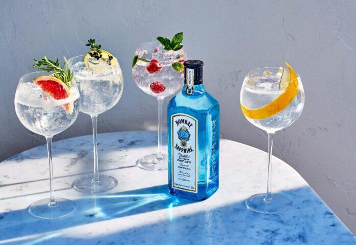Bombay Shapphire Gin & Tonic Twist, bottiglia e drink