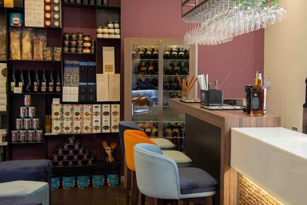 Interno del Cardinal Cafè & Champagne